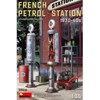 French Petrol Station 1930-40 1/35