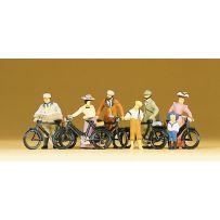 Cyclistes debout HO
