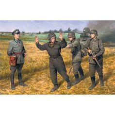 Barbarossa operation June 221941 4 figures - 1 german officer 2 german soldiers 1 captured soviet tankman 1/35