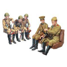 ICM 35636 SOVIET ARMY SERVICEMEN (1979-1991), (5 FIGURES) 1:35