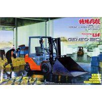 Aoshima 04815 Special Cargo Work Toyota L&F Jeneo20 & Snowplow Kit 1/32